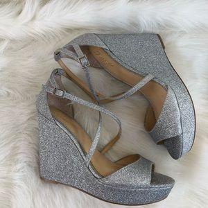 Badgley Mischka Metallic Glitter silver wedge